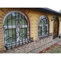 Кованые решетки на окна, балконы, камины